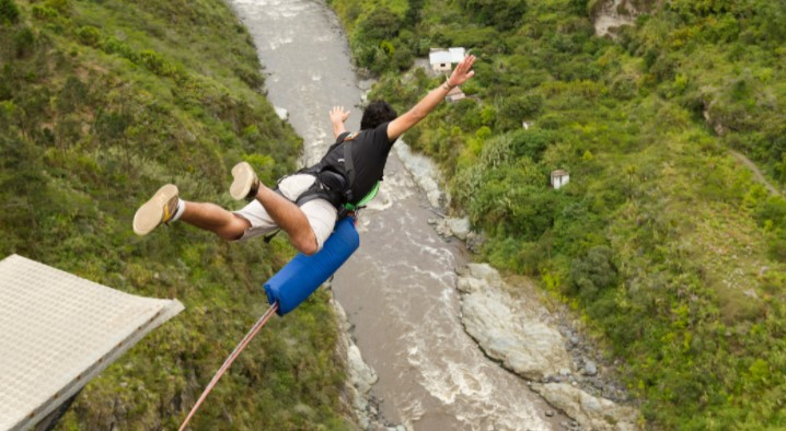 How to Stay Safe When Bungee Jumping